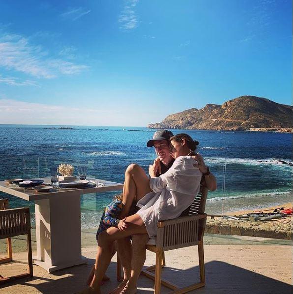 Elisabetta Canalis tra bikini e spiaggia, che bella vita americana!