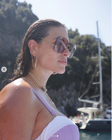 Ashley Graham, vacanze italiane ed esplosive