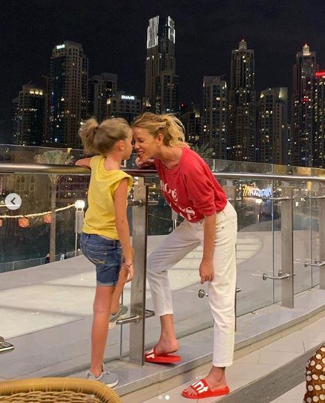 Alessia Marcuzzi scopre il fondoschiena a Dubai