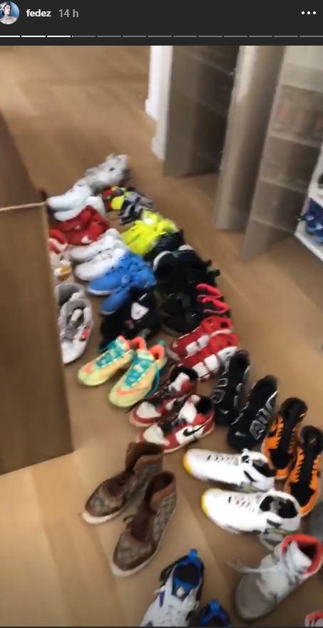 Fedez casalingo disperato, decine e decine di scarpe da riordinare
