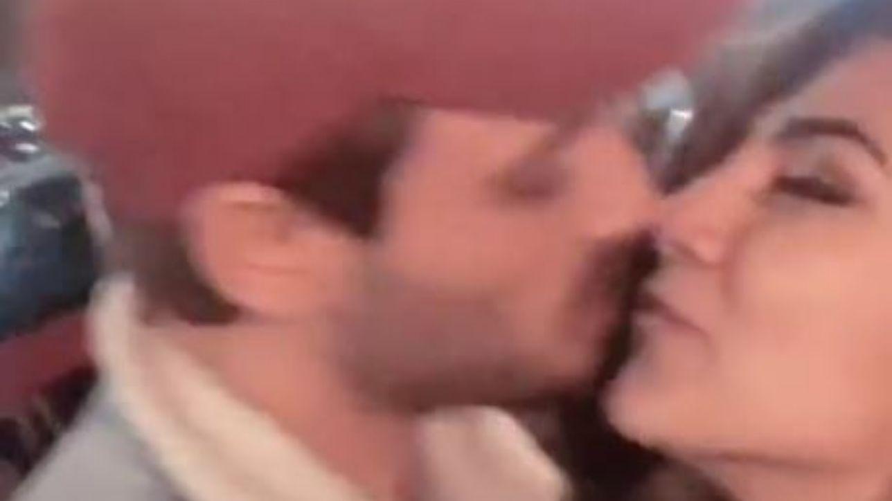 Giulia Salemi e Francesco Monte, bacio fuori da un ristorante a Milano: