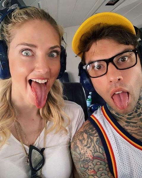 Fedez e Ferragni, appello su Instagram: in aeroporto si presenta un follower