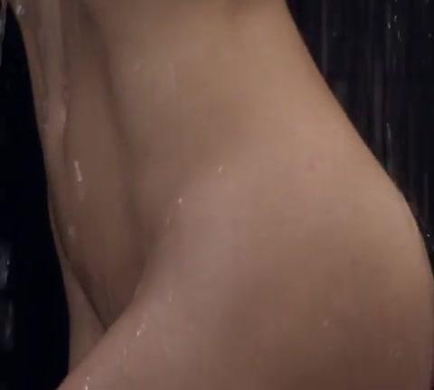 Adriana Lima, che spogliarello per Love Magazine