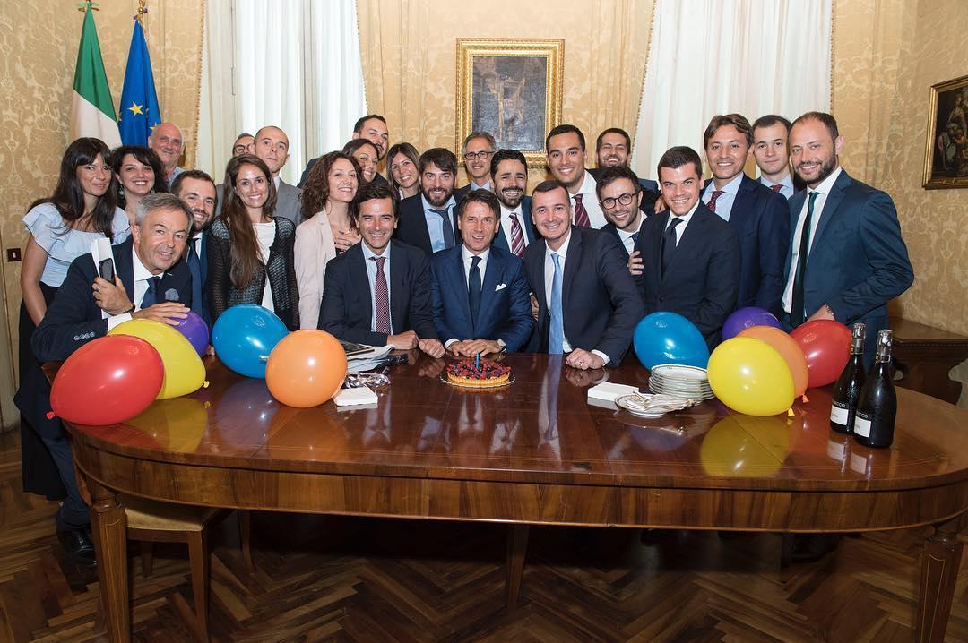 Giuseppe Conte Compie 54 Anni Festa A Sorpresa Per Lui A Palazzo