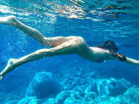 Elisabetta Gregoraci sirenetta sexy sott acqua