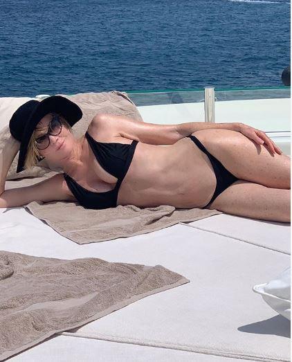 A 61 anni Melanie Griffith sfoggia un bikini strepitoso