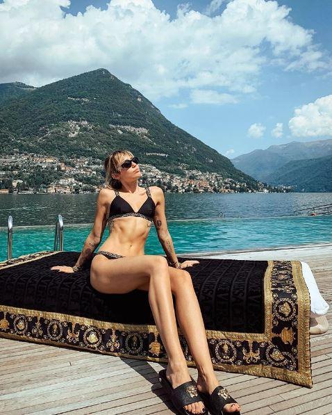 Miley Cyrus, vacanze da single sul Lago di Como
