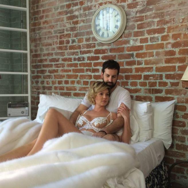 Grey s Anatomy , Katherine Heigl a letto in lingerie con il marito
