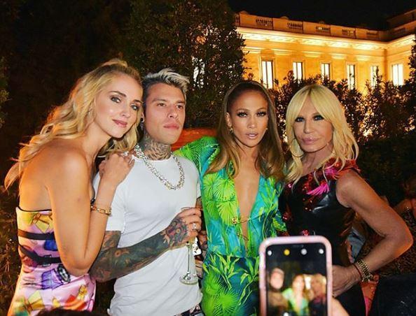 Ferragni e Marcuzzi alla festa per JLo a casa di Donatella Versace
