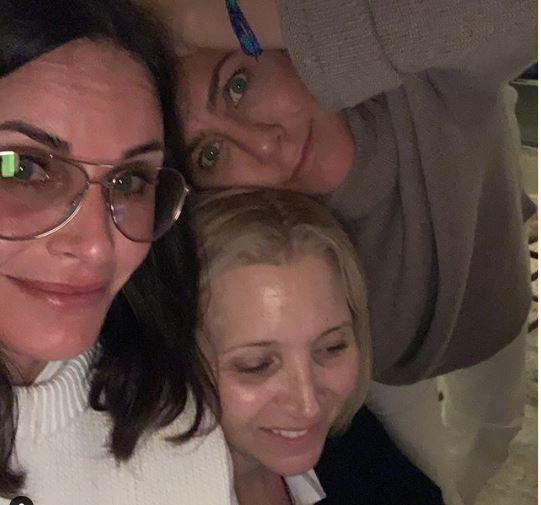 Courteney Cox, Jennifer Aniston e Lisa Kudrow serata tra ragazze: metà reunion per  Friends