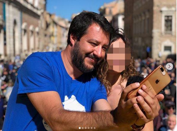 Salvini fa selfie con tutti, ma della Verdini non c è più traccia