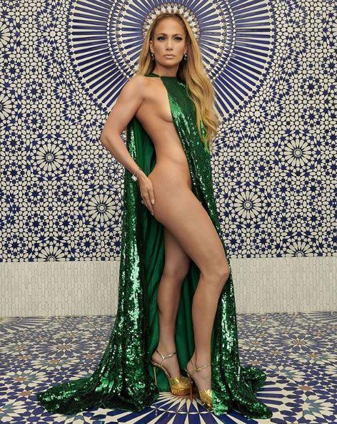JLo (semi)nuda per InStyle Magazine: 49 anni di bellezza