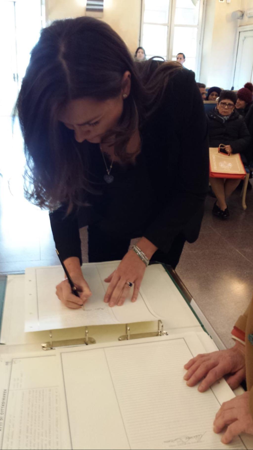 Alena Seredova giura fedeltà alla Repubblica italiana