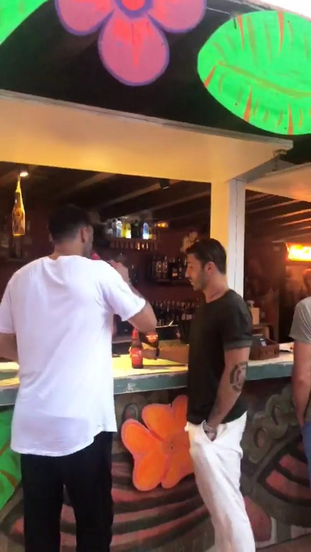 Belen ko a Ibiza, finisce la serata a terra