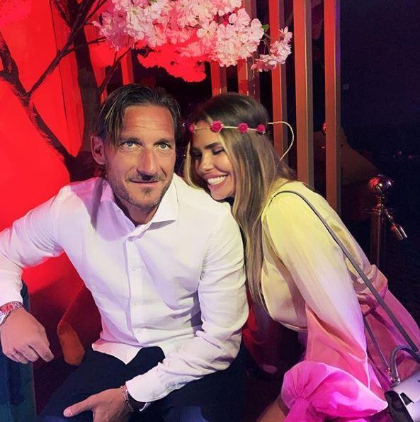 Ilary Blasi e Totti, fuga d amore a Saint Tropez