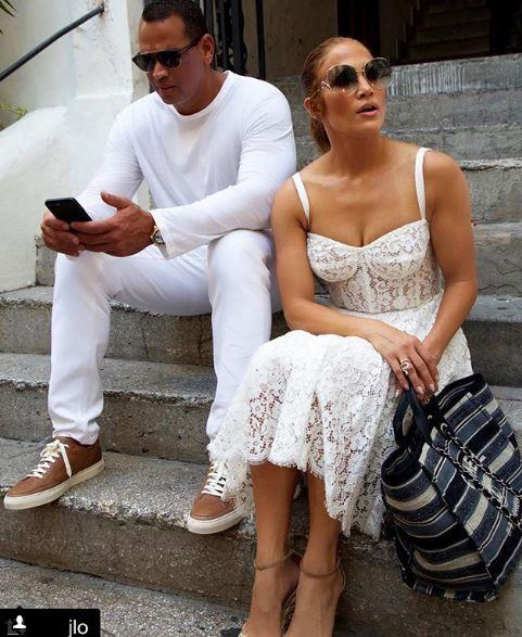 Jennifer Lopez, vacanze a Capri e show a sorpresa