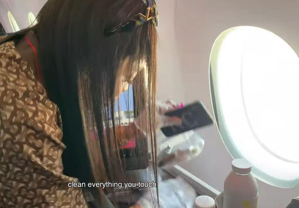 Naomi Campbell ossessionata dai germi, ecco la sua routine prima di prendere il volo