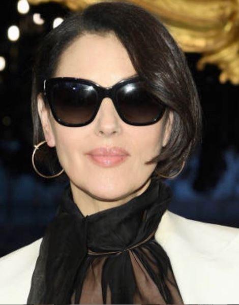 Monica Bellucci ci dà un taglio: alla Milano Fashion Week sfoggia un caschetto inedito