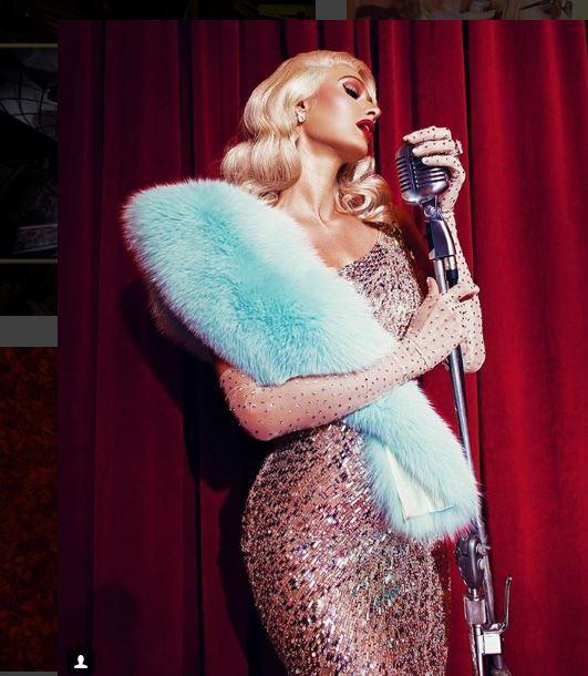 Paris Hilton sexy e vintage nei panni di Marilyn
