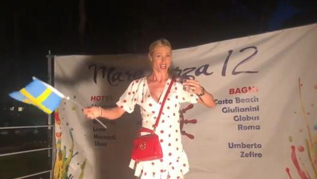 Michelle Hunziker paga pegno... per colpa della sconfitta della Svizzera ai Mondiali