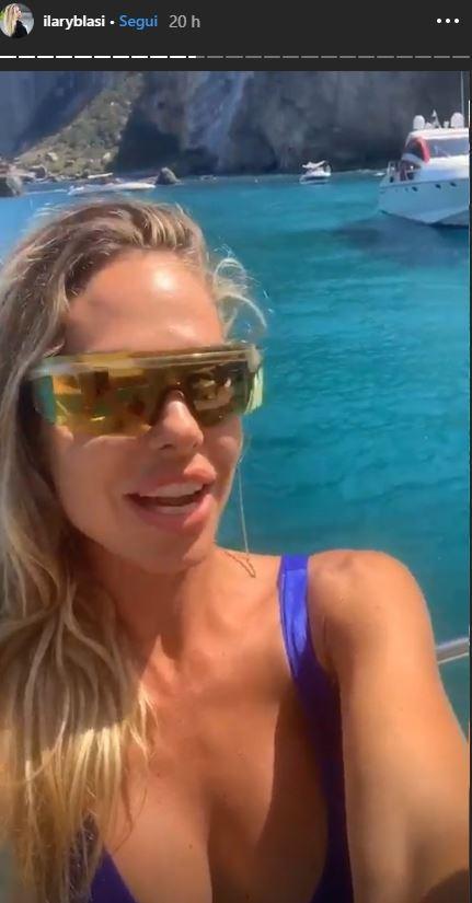 Ilary Blasi salva il paparazzo e lo ospita sullo yacht