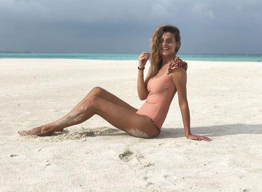 Cristina Chiabotto festeggia un anno d amore alle Maldive