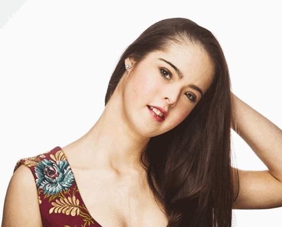 Spagna, Marián Ávila: la prima modella con la sindrome di Down che sfilerà a New York per la settimana della moda