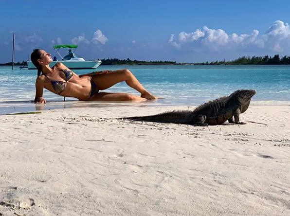 Anna Safroncik, che scatti tra le iguane