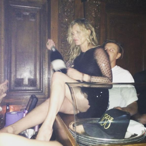 Kate Moss, a pezzi durante il party