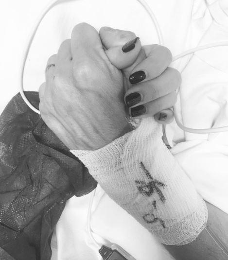 Bianca Atzei e Max Biaggi, prima foto dall ospedale:  Buon compleanno amore mio