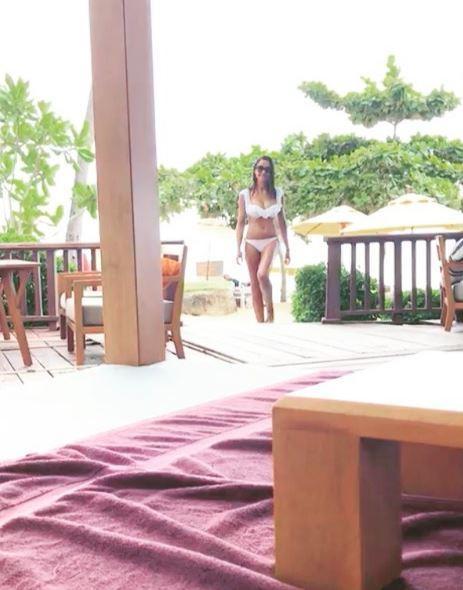 Juliana Moreira, balletto in bikini in Thailandia