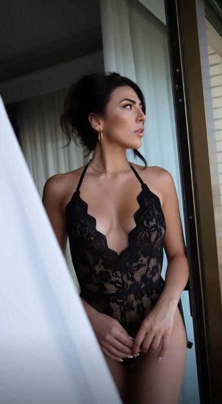Giulia Salemi single seduce in lingerie