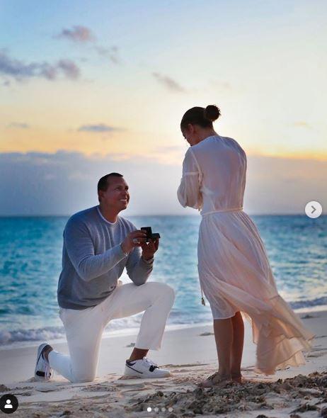 Jennifer Lopez:  Vuoi sposarmi?  La proposta documentata sui social