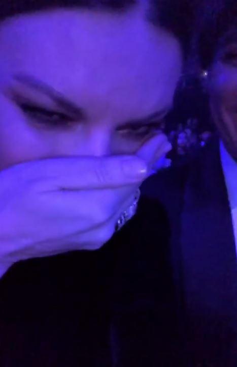 Laura Pausini, lacrime e selfie ai  Latin Grammy Awards