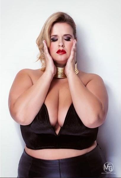 Londra, la modella curvy respinta dal locale:  Amiche troppo grasse