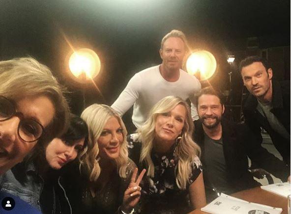 Beverly Hills 90210 , prima foto del cast per il revival: ed è boom di like
