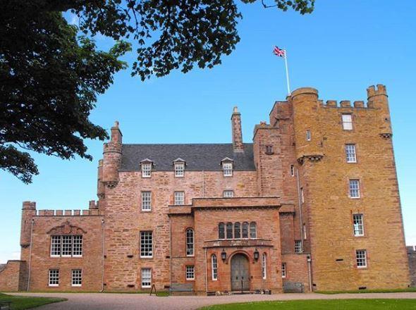 Il principe Carlo apre un BeB in Scozia, nel granaio del castello