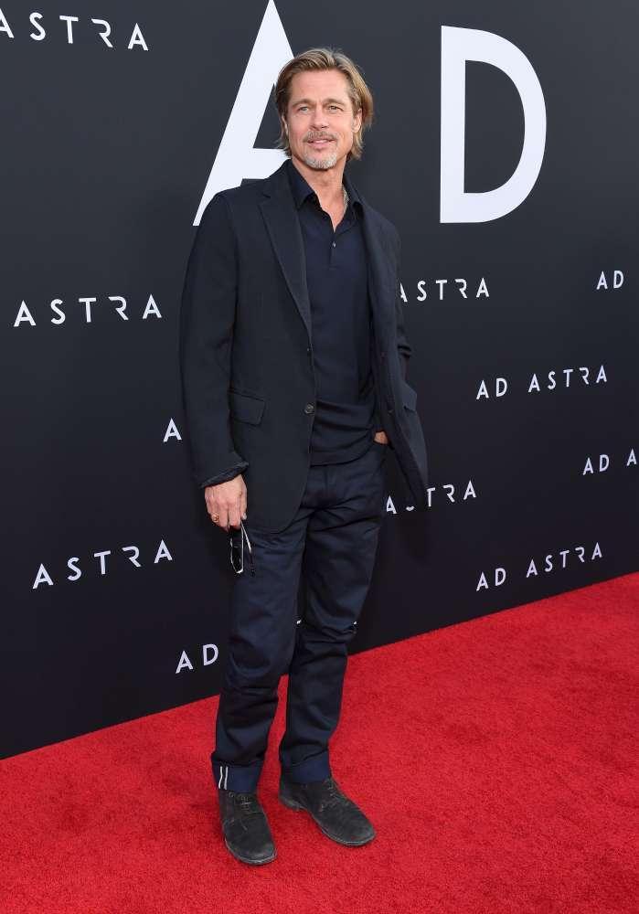 Alla prima di  Ad Astra  Steven Tyler degli Aerosmith, la sua baby fidanzata e la figlia Chelsea rubano la scena a Brad Pitt
