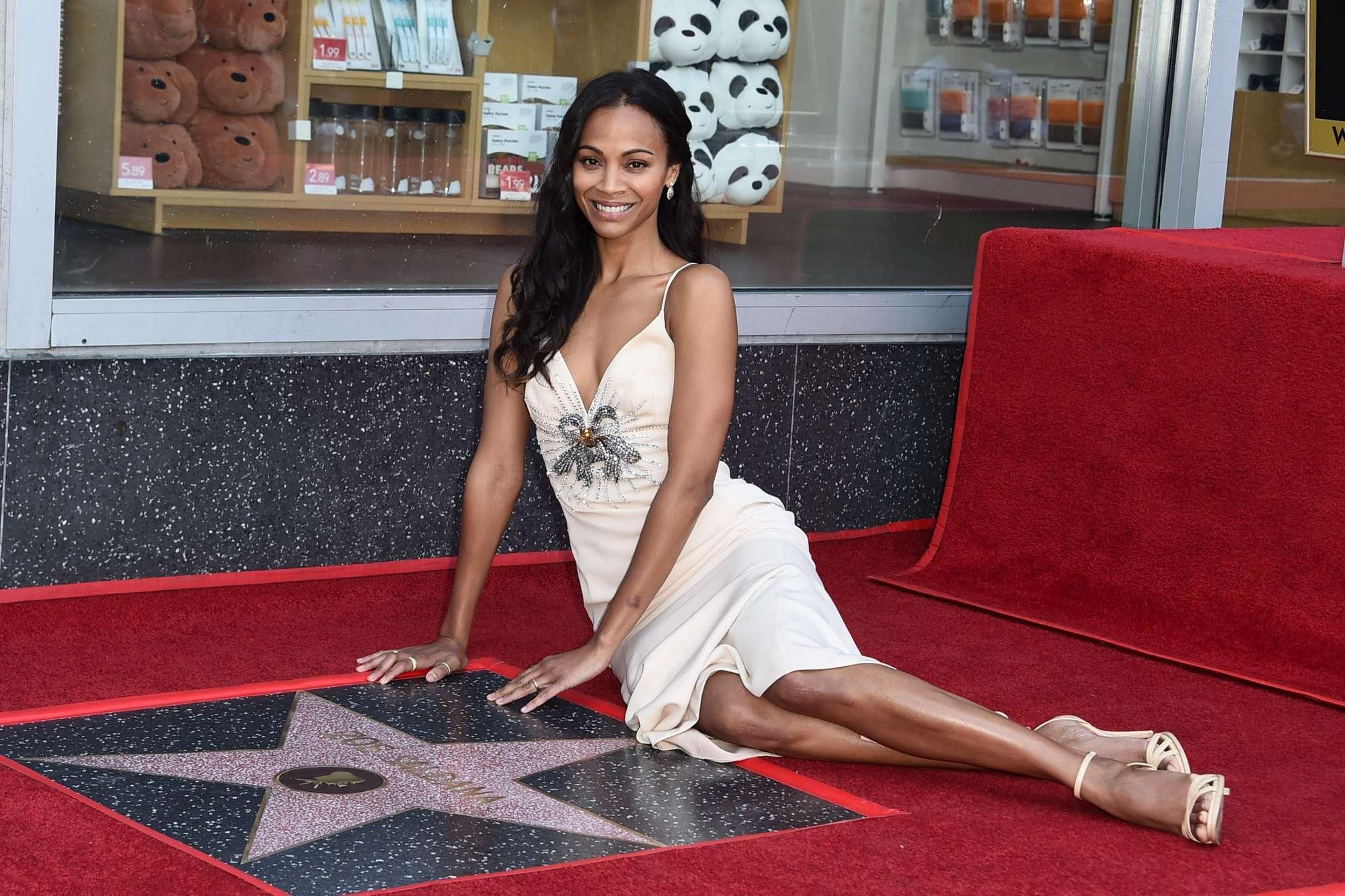 Zoe Saldana, la star di  Avatar  riceve la sua stella sulla Walk of Fame