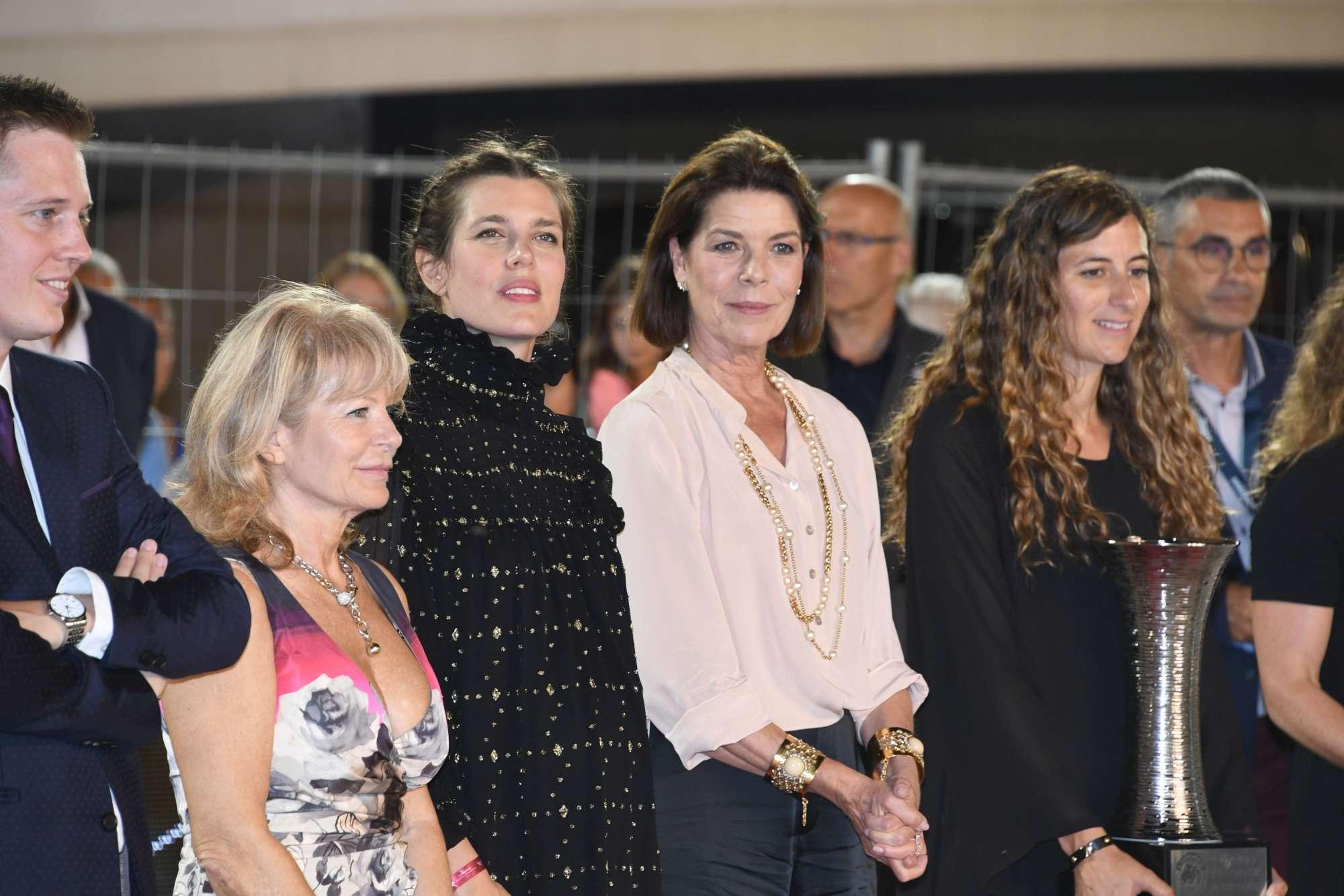 Charlotte Casiraghi, bellissima e col pancione lievitato ad un concorso ippico