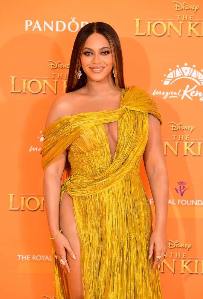 Beyoncé, stacco di coscia  graffiante  alla prima londinese de  Il re Leone