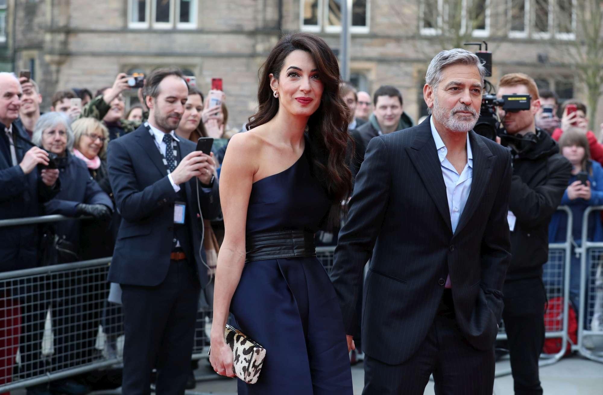 Amal e George Clooney mano nella mano, più innamorati che mai
