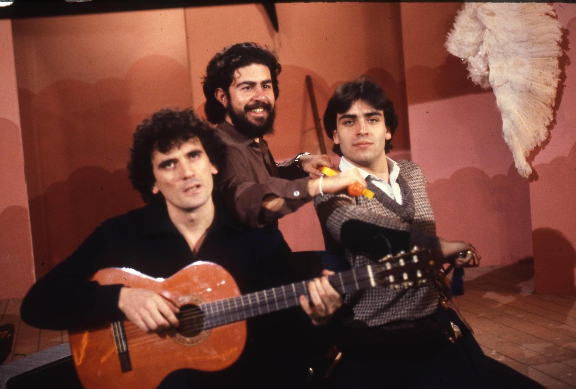 25 anni fa ci lasciava Massimo Troisi: guarda le foto della sua carriera