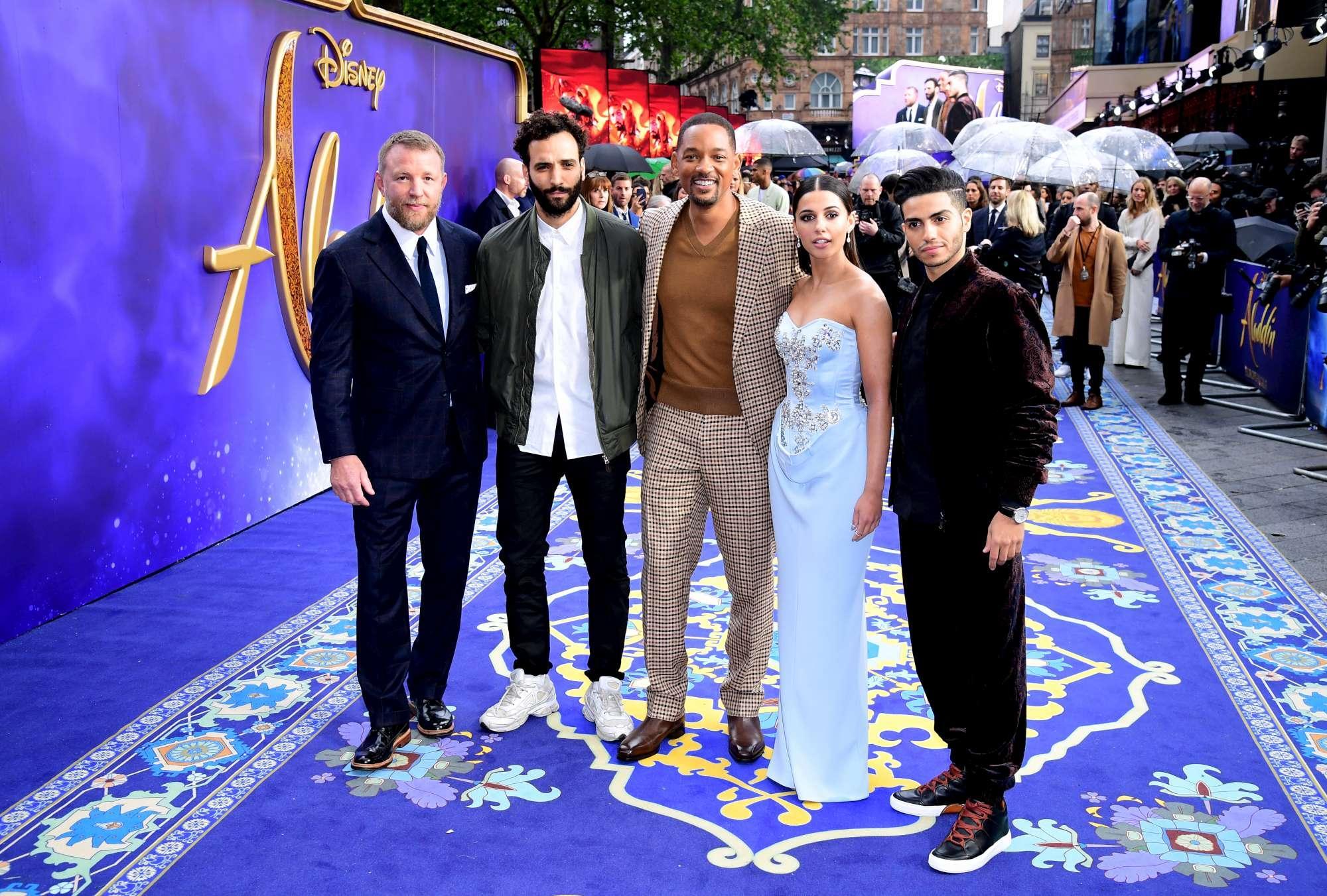 Aladdin , il cast  vola  sul tappetto rosso