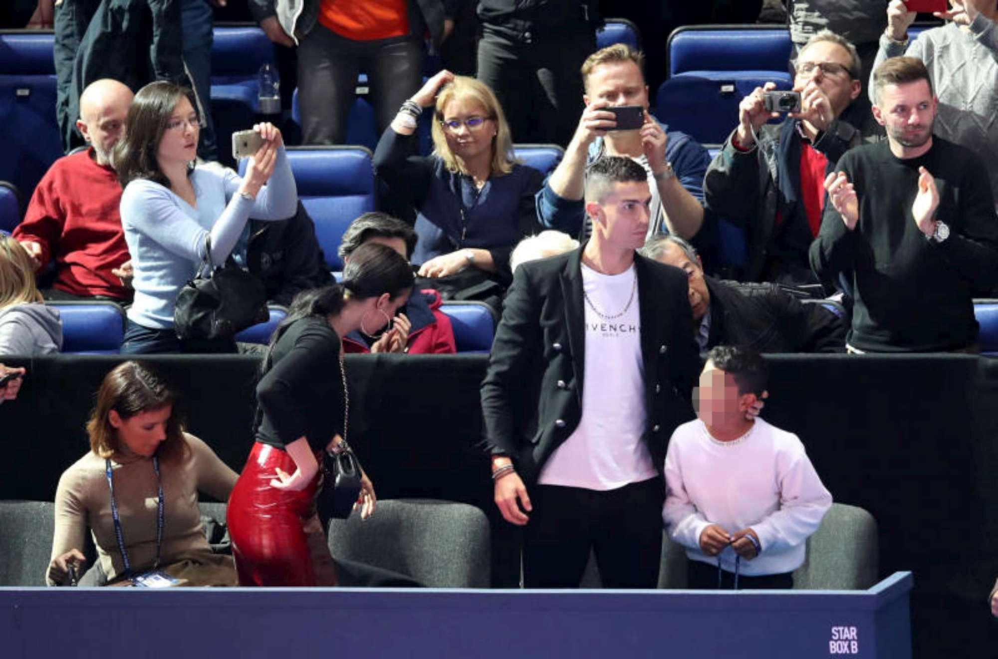 Cristiano Ronaldo con la famiglia a Londra, che pallinata!