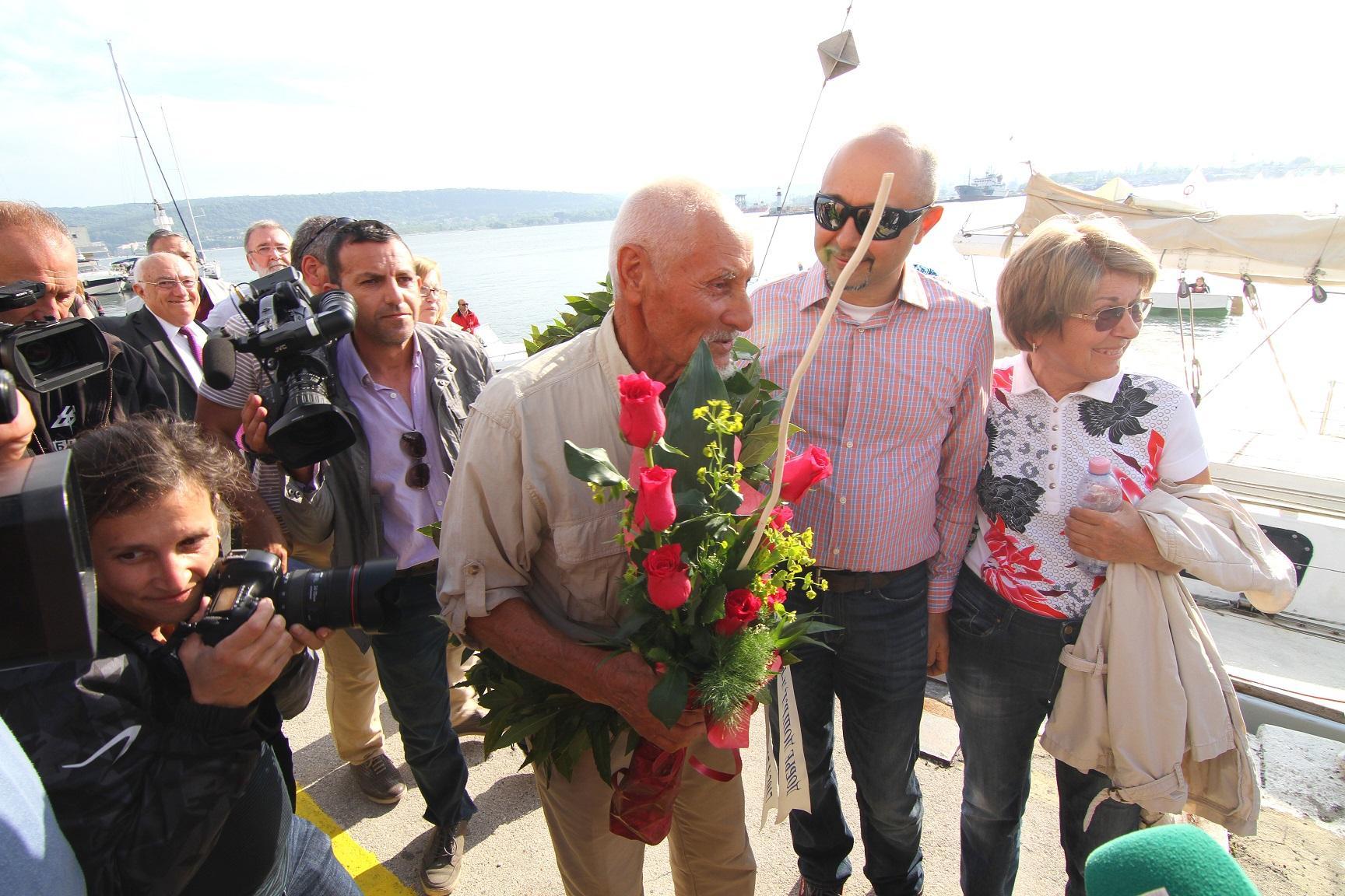 Bulgaria, a 80 anni completa il giro del mondo in solitaria su una barca