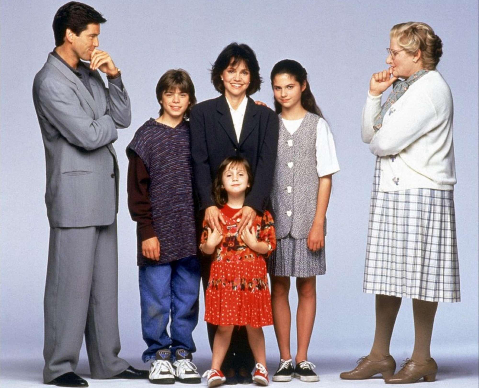 Pierce Brosnan, reunion a sopresa con i bambini, cresciuti, di  Mrs Doubtfire
