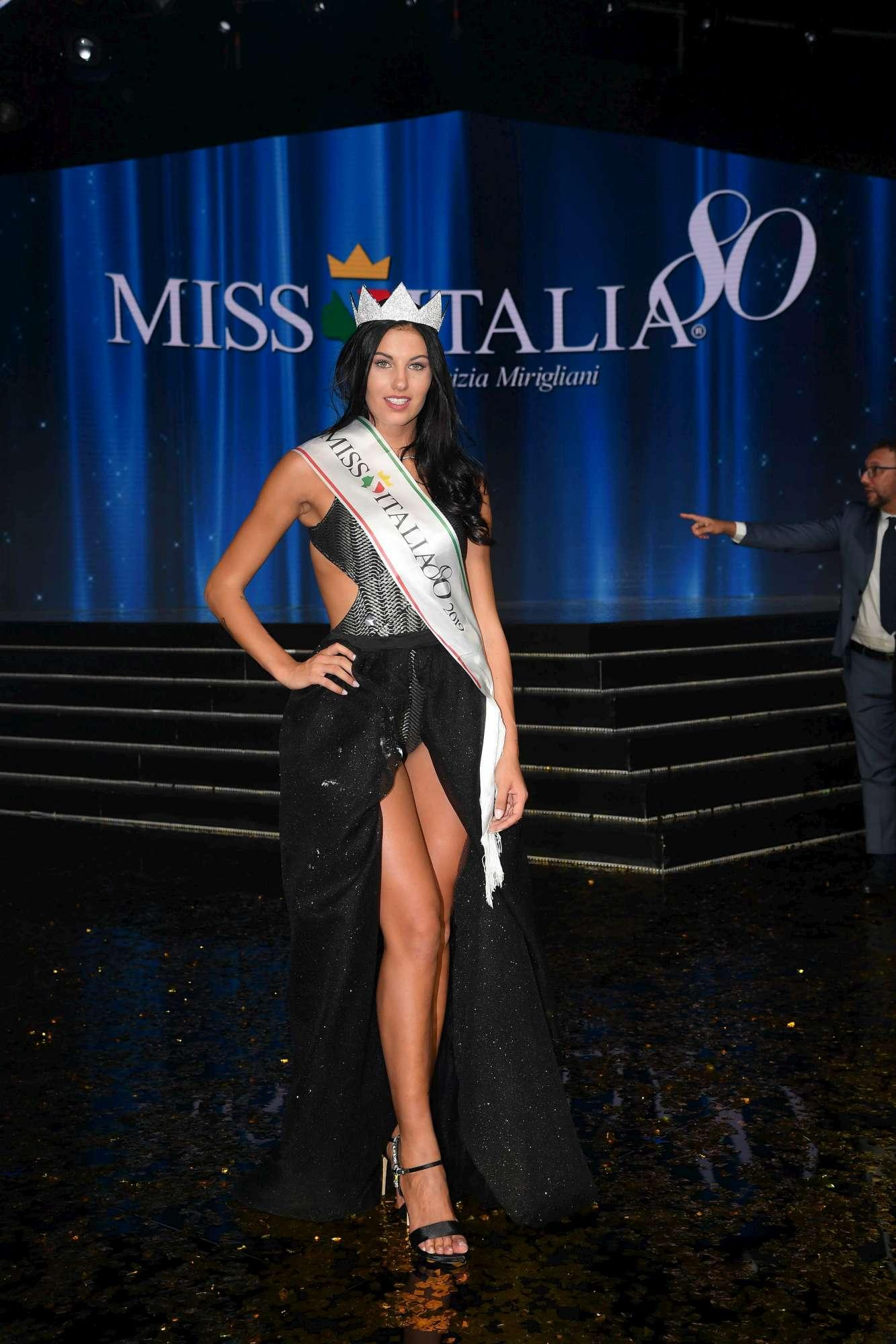 Miss Italia, l incoronazione di Carolina Stramare