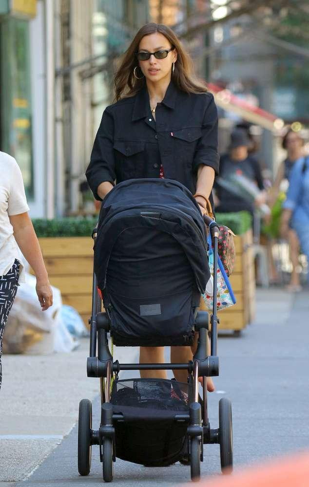 Irina Shayk, single bellissima