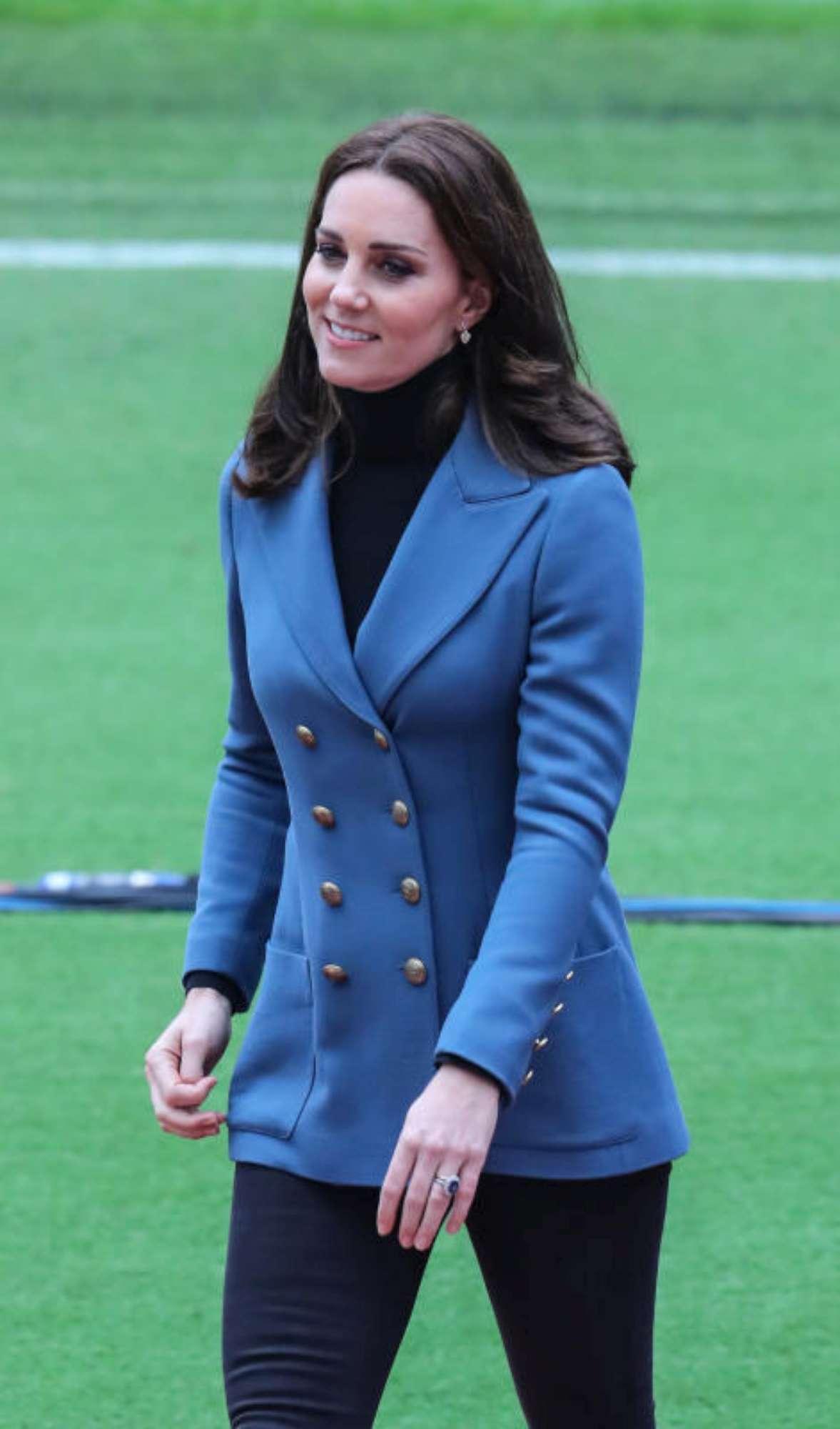 d89cb4952b6e Che pancione regale! Guarda tutti i look premaman di Kate Middleton ...